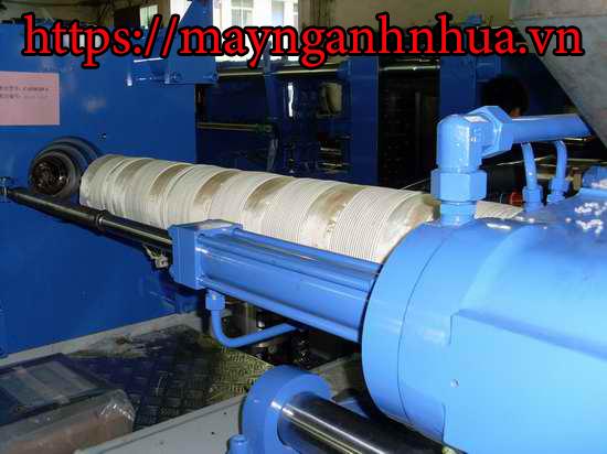 gia nhiệt từ máy ép phun ngành nhựa